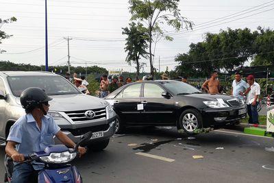 Bắt giữ nghi can gọi nhóm xăm trổ vây quanh xe cảnh sát - ảnh 1