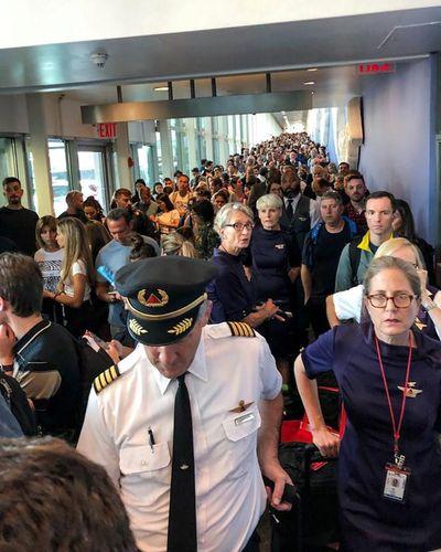 Mỹ: Hàng loạt sân bay gặp sự cố lỗi máy tính - ảnh 1