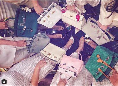 Có gì trong những bức ảnh check-in gây choáng của hội con nhà giàu Việt? - ảnh 1