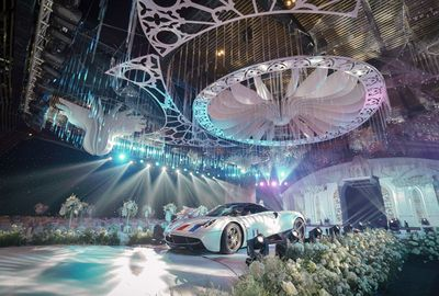 Đại gia Minh Nhựa lái siêu xe 80 tỷ đưa con gái vào lễ đường - ảnh 1