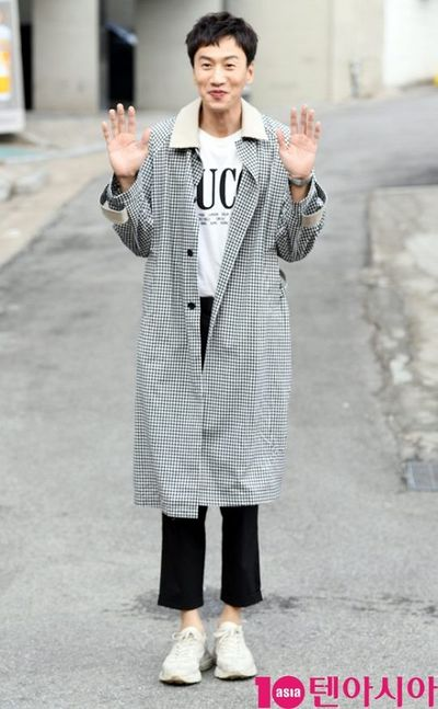 """Đôi bạn thân Song Joong Ki – Lee Kwang Soo: Kẻ mập mạp béo tròn, người gầy gò """"phát hoảng"""" - ảnh 1"""