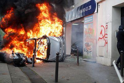 Cảnh sát Pháp bắt giữ gần 200 người bạo động ngày Quốc tế Lao động - ảnh 1
