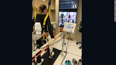 Điều khiển chân tay giả bằng sóng não, giải pháp mới cho người bị liệt - ảnh 1