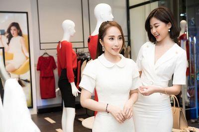 """Hai nàng """"tiểu tam"""" Quỳnh Nga, Thanh Lương hội ngộ, đọ sắc xinh đẹp tại sự kiện - ảnh 1"""