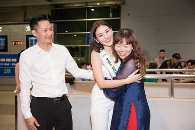 Á hậu Tường San rạng rỡ lên đường sang Nhật Bản tham dự Miss International 2019 - ảnh 1