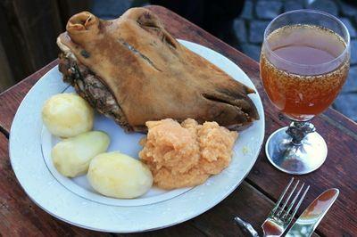"""Món ăn làm từ đầu cừu của người Na Uy khiến nhiều thực khách """"khóc thét"""" vì vẻ ngoài kỳ dị - ảnh 1"""