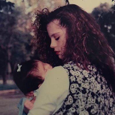 Chiêm ngưỡng nhan sắc đỉnh cao của mẹ Selena Gomez thời trẻ - ảnh 1