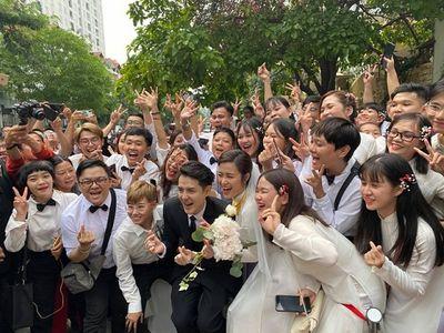 """Cận cảnh hình ảnh """"chú rể quốc dân"""" Ông Cao Thắng rạng rỡ đón cô dâu Đông Nhi - ảnh 1"""
