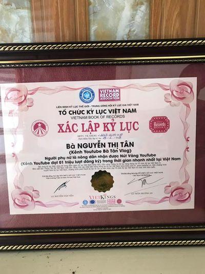 Bà Tân Vlog chính thức nhận được bằng xác lập kỷ lục Việt Nam - ảnh 1