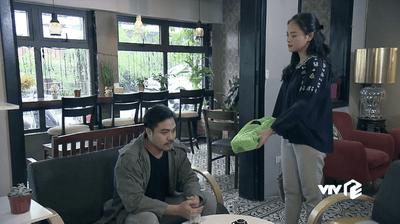 """Phim Về nhà đi con tập 44: Khải bất ngờ trả lại tiền """"bán vợ"""" cho Huệ - ảnh 1"""