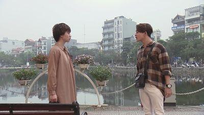 Về nhà đi con tập 51: Được cô Hạnh bán hoa quan tâm, ông Sơn quên cả đau - ảnh 1