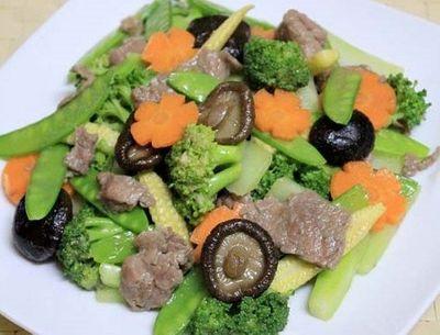 Món ngon mỗi ngày: Thịt bò xào rau củ tươi ngon - ảnh 1