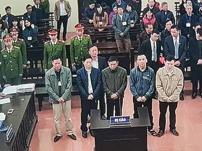 Quyết định hoãn phiên tòa vụ BS Hoàng Công Lương: Bất cập thời gian hoãn xử ngắn khi bị cáo đang phải điều trị bệnh trầm cảm - ảnh 1