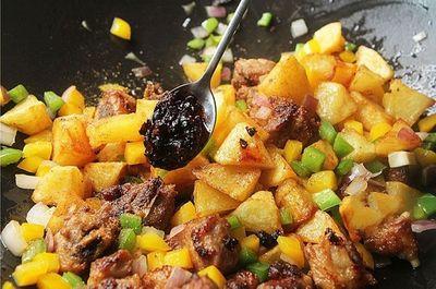"""Đâu chỉ có xào chua ngọt, sườn nấu theo cách này cũng khiến cả nhà """"vét sạch nồi cơm""""  - ảnh 1"""