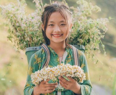 Sở hữu nét đẹp lạ, em bé Hà Giang gây sốt mạng xã hội Việt - ảnh 1