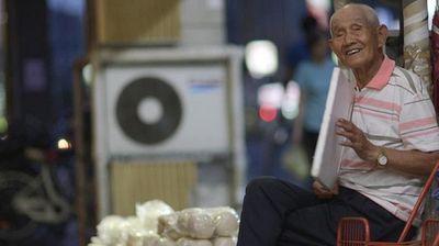 Ông lão bán màn thầu giá 0 đồng suốt 3 năm và lý do khiến mọi người rơi nước mắt - ảnh 1