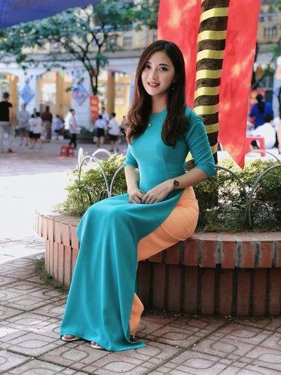 """Ngẩn ngơ ngắm nhan sắc 5 cô giáo """"xinh nhất Việt Nam"""" - ảnh 1"""