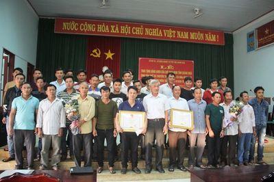 Khen thưởng các ngư dân dũng cảm cứu 41 người gặp nạn trên quần đảo Trưởng Sa - ảnh 1