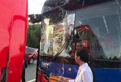 Xe chở đoàn thể thao Việt Nam dự lễ khai mạc SEA Games 30 gặp nạn trên đường - ảnh 1