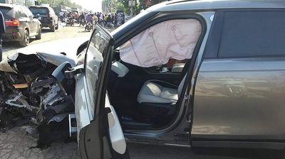 Range Rover nát bét sau khi gây tai nạn liên hoàn với 4 ô tô, xe máy - ảnh 1