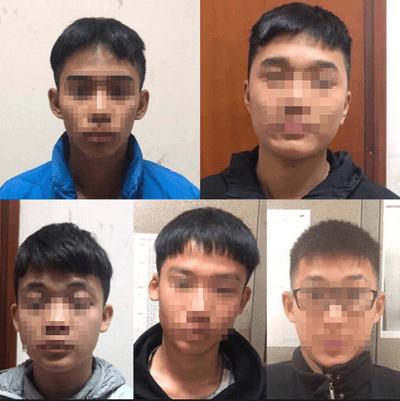 """Hà Nội: Bắt nhóm thanh niên cầm dao """"diễu hành"""" trên phố để giải quyết mâu thuẫn - ảnh 1"""