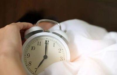 11 thói quen tưởng vô hại vào buổi sáng lại khiến sức khỏe đối diện nguy cơ khó lường - ảnh 1