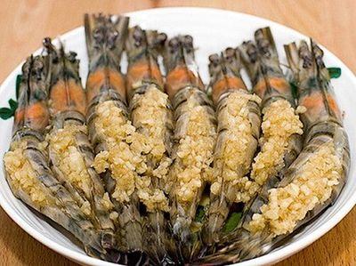 Món ngon mỗi ngày: Cách làm tôm hấp tỏi thơm ngon như ngoài hàng - ảnh 1