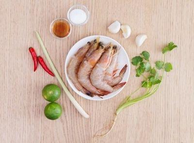 Cách làm tôm hấp tỏi đơn giản mà ngon miệng cho bữa trưa - ảnh 1