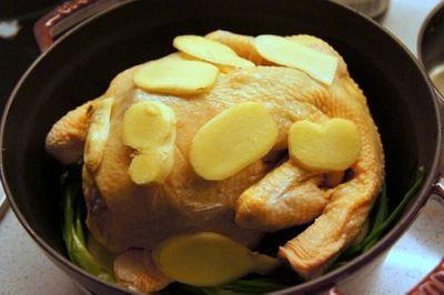 Món ngon mỗi ngày: Gà luộc không cần nước mà vẫn mềm ngon, ngọt thịt - ảnh 1