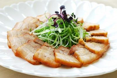 Món ngon mỗi ngày: Thịt ba chỉ hầm mềm ngon không tưởng cho ngày mát mẻ - ảnh 1