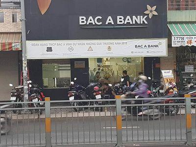 Vây bắt đối tượng dùng súng cướp ngân hàng tại TP. HCM - ảnh 1