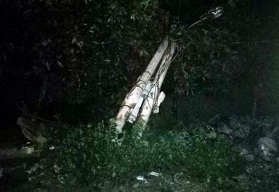 Tin tức tai nạn giao thông mới nhất ngày 3/8/2019: Taxi lao xuống mương nước lật ngửa, tài xế tử vong trong cabin - ảnh 1