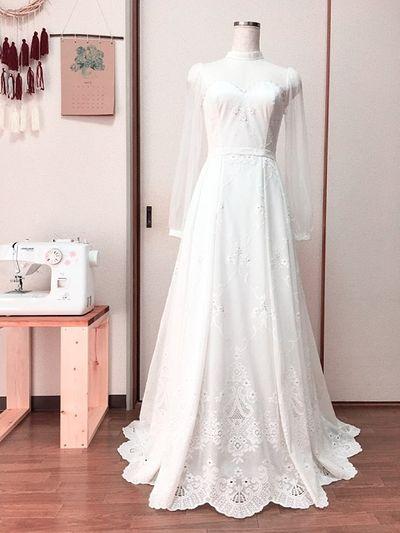 Cô gái xinh đẹp tự tay may váy cưới cho mình khiến dân mạng phục sát đất - ảnh 1