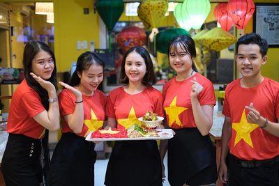 """""""Phát sốt"""" với tô mì Quảng """"khổng lồ"""" ở Đà Nẵng để cổ vũ ĐT Việt Nam trước trận đại chiến với ĐT Thái Lan - ảnh 1"""