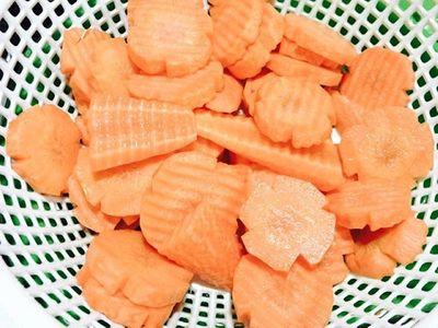 Cách làm mứt cà rốt bằng nước vôi trong vừa nhanh, vừa dẻo ai ăn cũng mê - ảnh 1