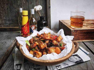 Chán thịt, mẹ đảm vào bếp làm món cá chiên tỏi ớt giải ngán ngày Tết - ảnh 1