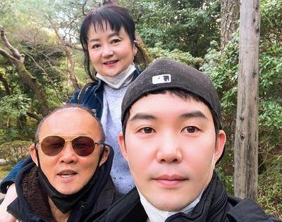 HLV Park Hang Seo hạnh phúc đón năm mới cùng gia đình ở Nhật Bản - ảnh 1