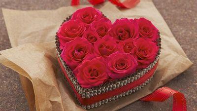 Tại sao lại tặng hoa hồng và socola trong ngày Valentine? - ảnh 1