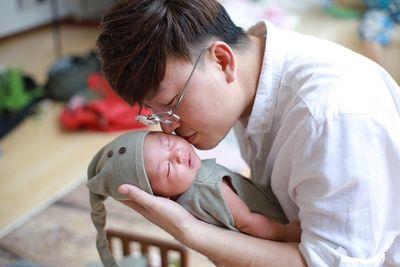 Sỹ Luân chưa nghĩ đến đám cưới dù bạn gái đã sinh con - ảnh 1