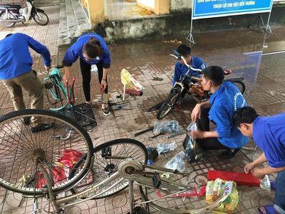 Tuổi trẻ Hà Tĩnh 'biến' phế liệu thành xe đạp tặng cho học sinh nghèo - ảnh 1