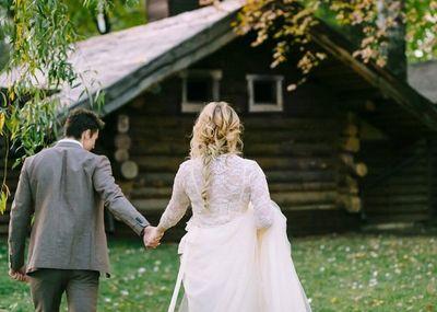 Chết khiếp phong tục hàng trăm khách mời nhổ nước bọt vào người cô dâu - ảnh 1