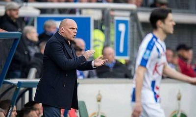 HLV Heerenveen bất ngờ nhận lỗi vì chưa sử dụng Đoàn Văn Hậu thường xuyên - ảnh 1