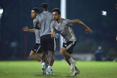 Trước trận đấu sống còn với Việt Nam, tuyển UAE bất ngờ gọi lại hậu vệ vắng bóng 8 năm - ảnh 1