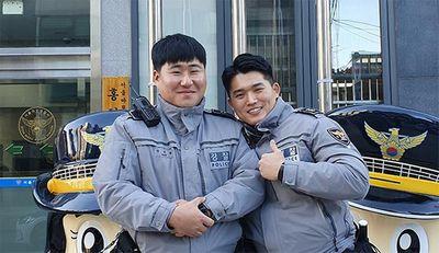 Cảnh sát Hàn Quốc đâm gẫy cả cổng trường để hộ tống thí sinh đi thi đại học muộn - ảnh 1