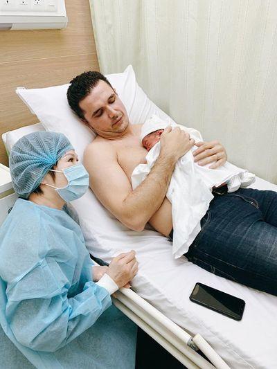Siêu mẫu Phương Mai hạnh phúc hạ sinh con trai đầu lòng - ảnh 1
