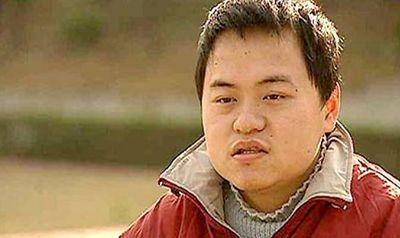 Thần đồng Trung Quốc bị buộc thôi học vì ăn cơm vẫn phải có mẹ đút - ảnh 1