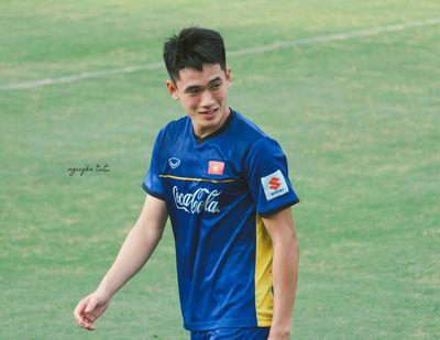 Loạt ảnh đẹp như tạc tượng của cầu thủ Huỳnh Tấn Sinh khiến hội chị em bấn loạn - ảnh 1
