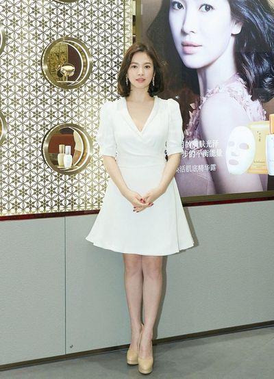 """Nhan sắc mặt mộc như """"bỏ bùa mê"""" của tượng đài nhan sắc Song Hye Kyo  - ảnh 1"""
