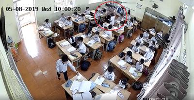 """Vụ cô giáo tát học sinh vì """"muốn làm bài tốt hơn"""": Mẹ nam sinh bất ngờ tung clip con trai bị đánh tới tấp - ảnh 1"""