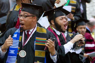 Tỷ phú da màu giàu nhất ở Mỹ gây sốc khi chi 40 triệu USD trả nợ cho sinh viên - ảnh 1